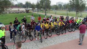 Öğrenciler Okula Bisikletle Gitmeye Alışıyorlar