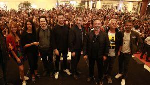 Karakomik Filmler Ekibine İzmir'de Coşkulu Karşılama