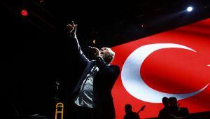 Karşıyaka'da Fatih Erkoç İle Müzik Şöleni