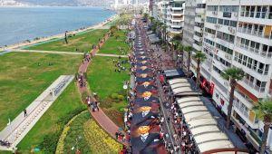 İzmir Atatürk'ü Büyük Saygı Yürüyüşü İle Andı