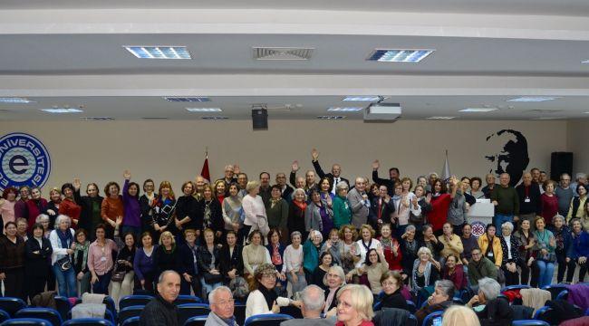 60 Yaş Üzerine Bireyler Üniversite'den Mezun Oluyor