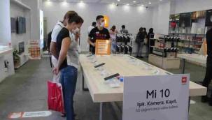 İzmir'deki Mi Store'deki Tüm Ürünler Akıllı