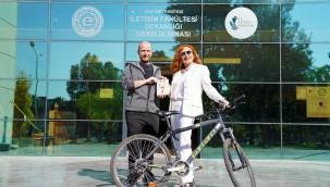 """""""Bas Pedala Avrupa: Bisikletli Yaşam Hikâyeleri"""" Raflarda…"""