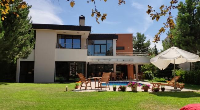 İncek'teki Harika Villa Egeli Yatımcıların İlgisine Sunuldu