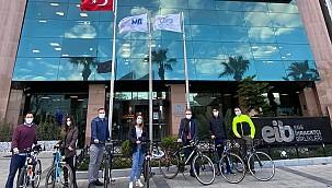 İzmir'de İş İnsanları Ulaşımda Bisikleti Tercih Ediyor