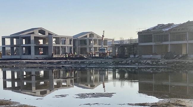 Alaçatı'da bataklığa yapılan konut projesine mimarlardan tepki